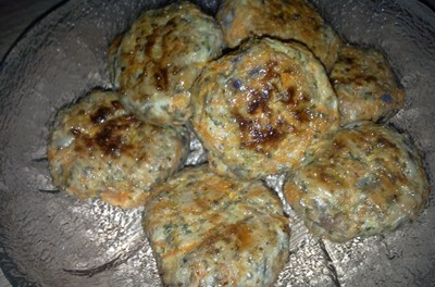 Chifteluțe cu piept de pui, legume și semințe de chia (fără ou)