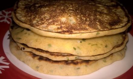 Pancakes cu brânză de capră și pătrunjel