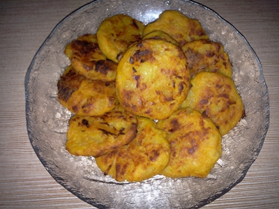 Chifteluțe cu dovleac plăcintar, cartof și fulgi de drojdie inactivă
