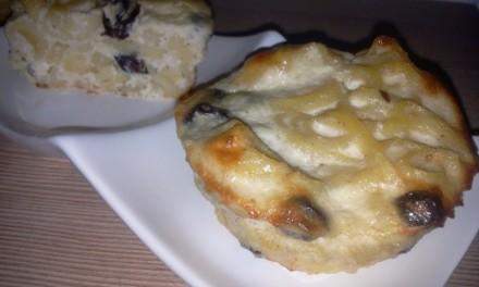 Paste cu brânză de vaci și coacăze la cuptor