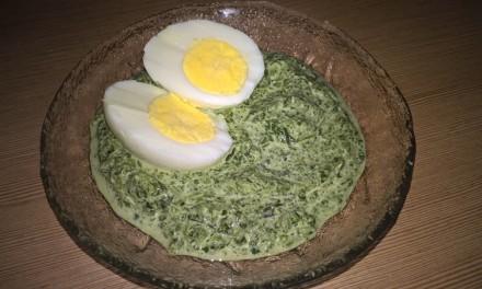 Ou fiert cu spanac și smântână