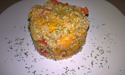 Quinoa cu ardei copt și cartof dulce