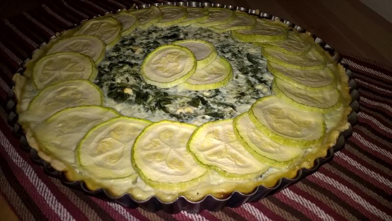Tartă cu spanac, dovlecel și brânză