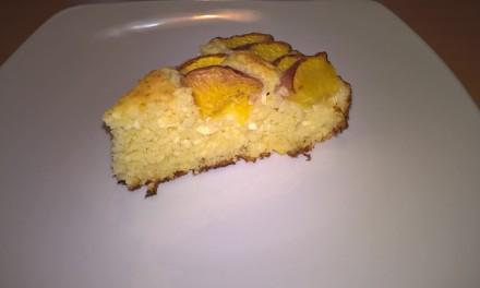 Prăjitură cu brânză de vaci și piersici