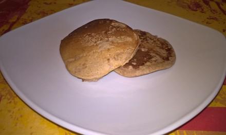 Pancakes cu unt de arahide