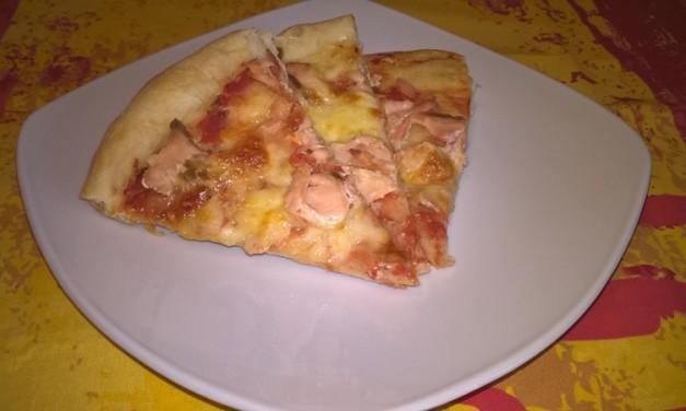 Pizza cu somon și mozzarella