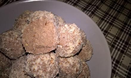Bomboane cu migdale și carob (pudră de roșcove)