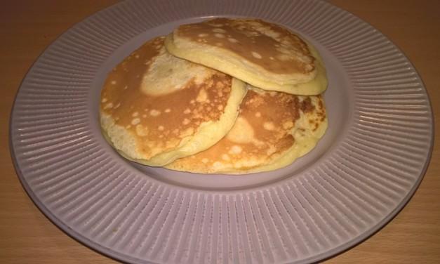 Pancakes cu brânză și banane
