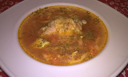 Ciorbă de găină cu legume și tăiței de casă