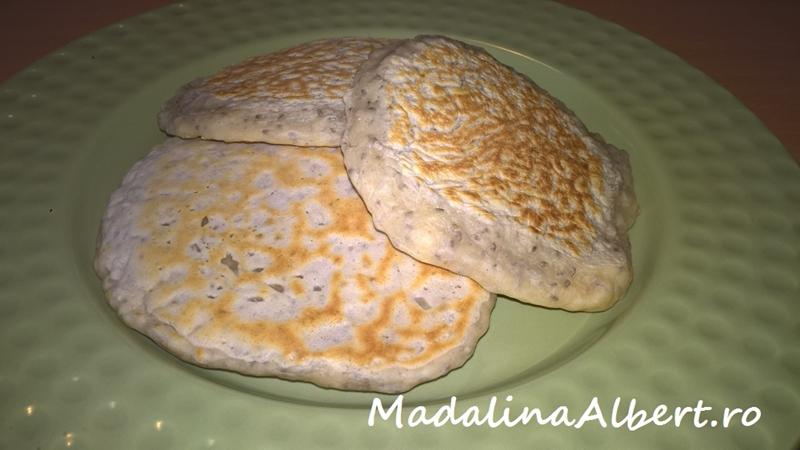 Pancakes cu semințe de chia și lapte de cocos (fără lactate și ou)