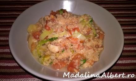 Salată caldă cu quinoa și pak choi