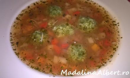 Supă cu legume și perișoare din spanac