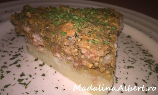 Budincă cu vinete, cartofi și carne de porc