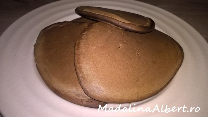 Pancakes cu carob (pudră de roșcove)