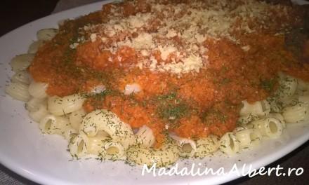 Paste cu sos de morcovi și ghimbir
