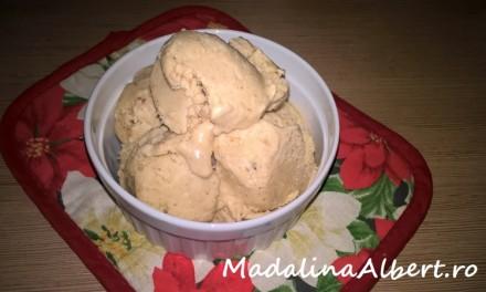 Înghețată cu unt de arahide și banane