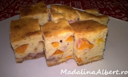 Prăjitură cu caise și căpșuni