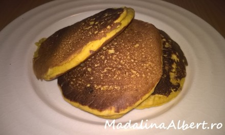 Pancakes cu piersici