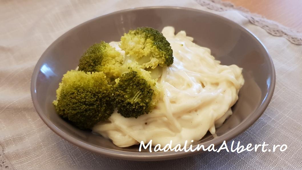 Paste cu sos bechamel și broccoli