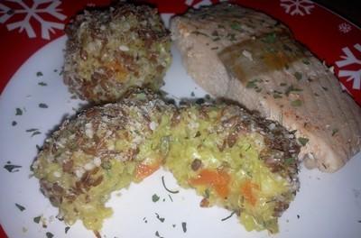 Somon poșat cu bulete de orez și semințe (porție mică)