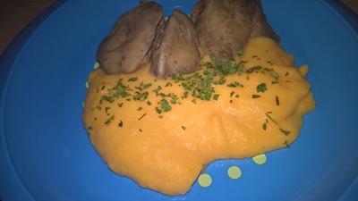 Ficat de pasăre cu piure de morcov și cartof
