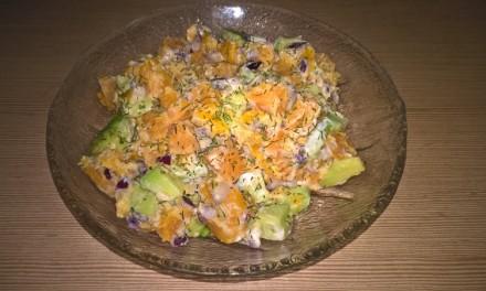 Salată cu avocado și cartof dulce