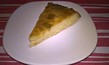 Prăjitură răsturnată cu rubarbă