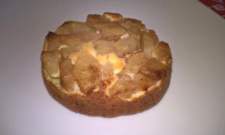 Prăjitură răsturnată cu pară