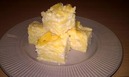 Budincă cu tăiței, brânză de vaci și fulgi de cocos