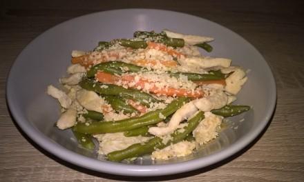 Piept de pui cu fasole verde și morcov
