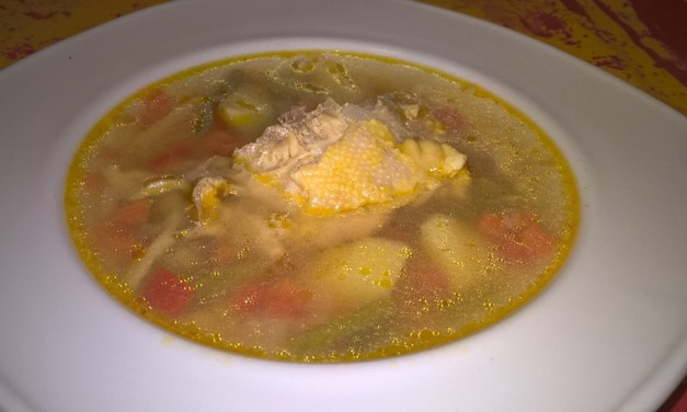 Supă de pui cu legume și tăiței de casă