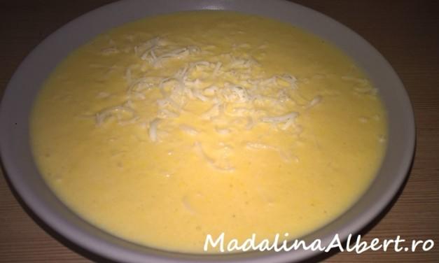 Supă cremă de porumb cu smântână