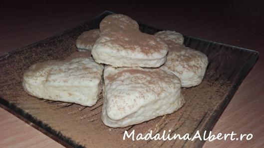 Biscuiți pufoși cu lapte bătut
