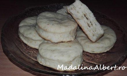 Biscuiți cu smântână și rozmarin