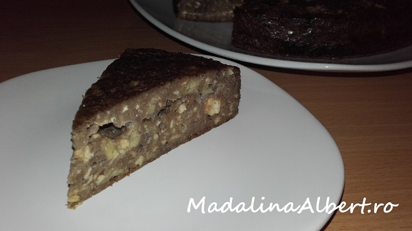 Budincă cu brânză de vaci, banane și carob (pudră de roșcove)