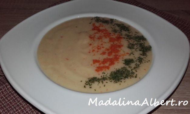Supă cremă de cartofi cu fenicul și smântână