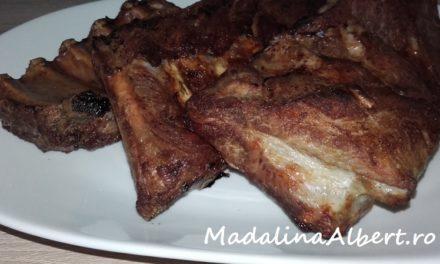Scăriță de porc la cuptor marinată în bere