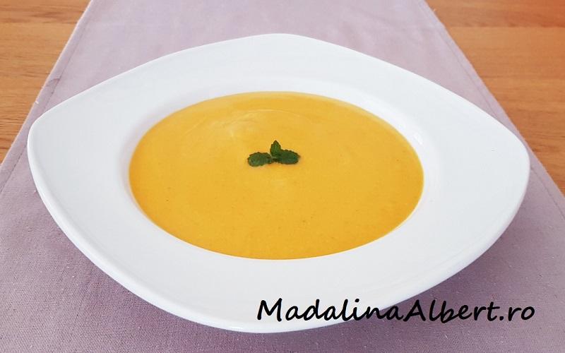 Supă cremă de dovleac cu smântână