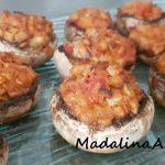 Ciuperci Champignon umplute cu mozzarella și roșii